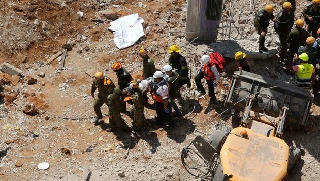 Verschüttete und Verletzte bei Tiefgaragen-Einsturz in Tel Aviv (Bild: AFP)