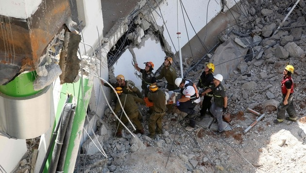 Tiefgarage eingestürzt: Mindestens zwei Tote (Bild: AFP)