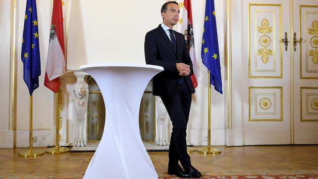 Bundeskanzler Christian Kern am Dienstag vor dem Ministerrat (Bild: APA/ROLAND SCHLAGER)
