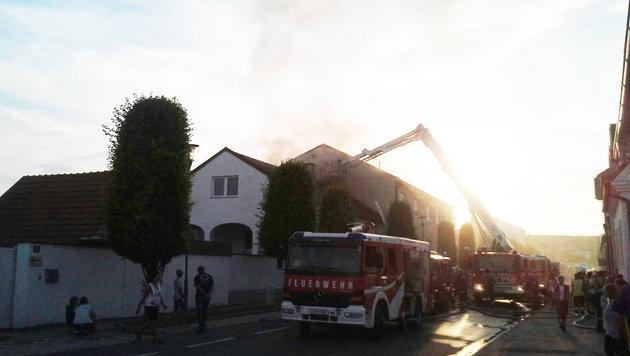 Bursch wollte Wespen abfackeln - Dach in Flammen (Bild: FF Mörbisch)