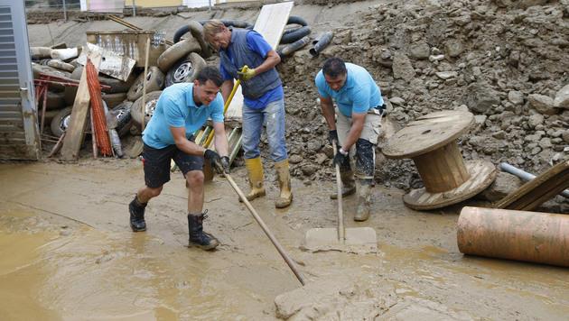 Aufräumarbeiten in Kärnten voll angelaufen (Bild: APA/GERT EGGENBERGER)