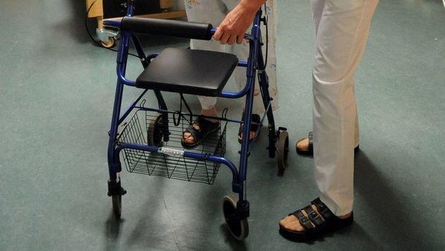 NÖ: Pflegeheim-Mitarbeiter quälten Patienten (Bild: APA/Barbara Gindl (Symbolbild))