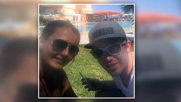 Gute Miene zum bösen Spiel: Julia Pechmann und Lukas Reiger bei ihrem Urlaub auf Korfu (Bild: Lukas Reiger)