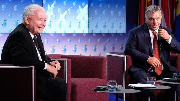 Kaczynski und Orban sehen die EU in einer existenziellen Krise. (Bild: EPA)