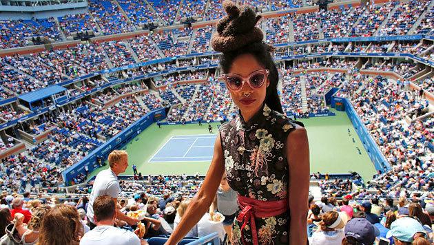 Die US Open stehen nicht nur für tolle Matches, sondern auch für schrille Besucher wie diese Dame. (Bild: APA/AFP/KENA BETANCUR)