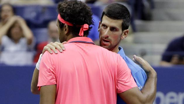 Tsonga gibt auf - Djokovic steht im Halbfinale (Bild: AP)