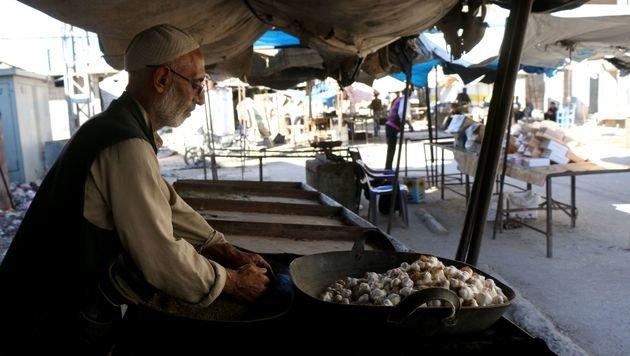 An einzelnen Ständen werden noch lokales Gemüse und Obst angeboten. (Bild: APA/AFP/THAER MOHAMMED)