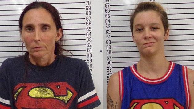"""Patricia Ann Spann und ihre Tochter Misty Velvet Dawn Spann nach ihrer Verhaftung (Bild: Stephens County Sheriff""""s Department)"""