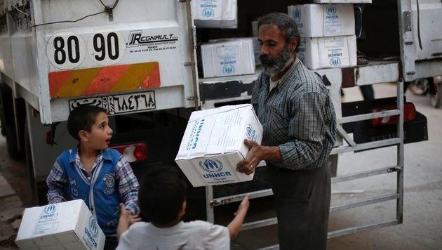 Hilfsgüterverteilung in Syrien (Bild: APA/AFP/ABDULMONAM EASSA)