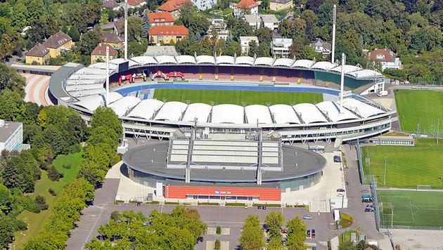 Das Linzer Stadion und die Tips-Halle davor (Bild: Stadt Linz)