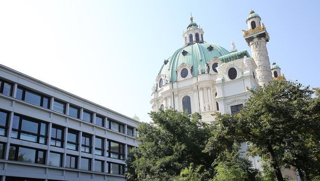 """""""Verschandelung der Karlskirche droht! (Bild: KRONEN ZEITUNG)"""""""