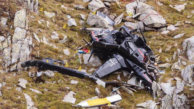 Das Wrack des Hubschraubers an der Absturzstelle (Bild: APA/EXPA/JFK)