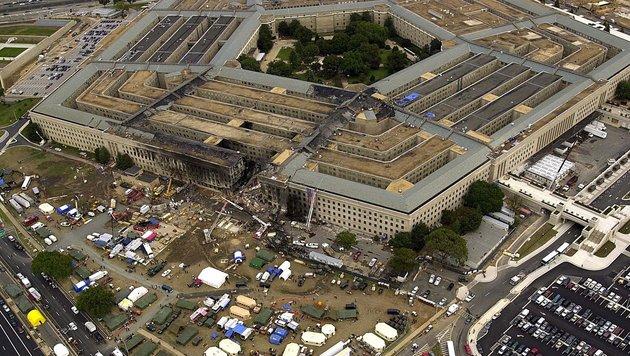 Das beschädigte Pentagon in Washington kurz nach dem 11. September 2001 (Bild: APA/AFP/DoD/TECH. SGT. CEDRIC H. RUDISILL)