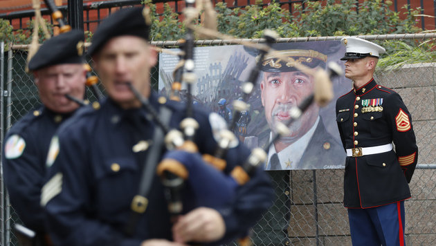 Die Musikkapellen der New Yorker Polizei gedenken der Anschläge vom 11. September. (Bild: AP)