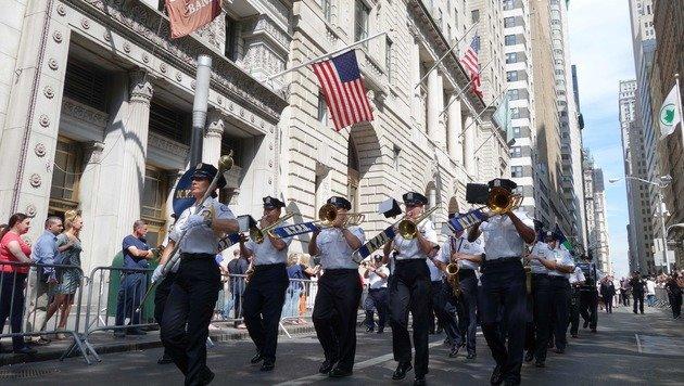 Die Musikkapellen der New Yorker Polizei gedenken der Anschläge vom 11. September. (Bild: AFP)