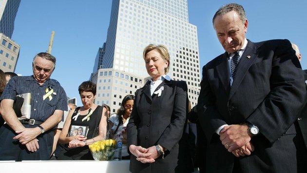 Hillary Clinton bei einer 9/11-Gedenkfeier im Jahr 2003 (Bild: AP)