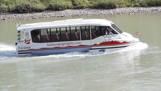 In acht Minuten querte das Bus-Boot die Salzach. (Bild: MARKUS TSCHEPP)