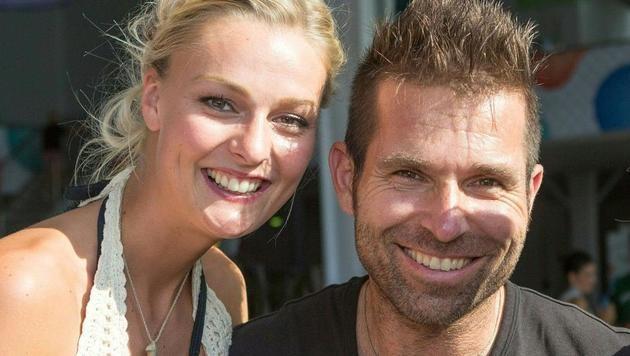 Hannes Arch mit Miriam beim Beachvolleyball-Grand-Slam 2014 in Klagenfurt (Bild: APA/EXPA PICTURES/EXPA/ MAG. GER)