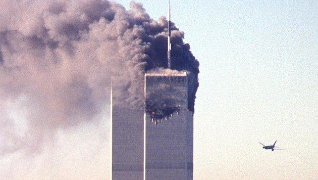 Diese Aufnahme zeigt das zweite entführte Flugzeug kurz vor dem Aufprall ins World Trade Center. (Bild: AFP)