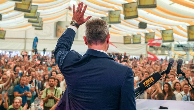Norbert Hofer beim Wahlkampfauftakt am Samstag auf dem Welser Volksfest (Bild: APA/WERNER KERSCHBAUMMAYR)