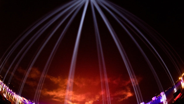 Lichtstrahlen bis in den Himmel (Bild: APA/WERNER KERSCHBAUMMAYR)