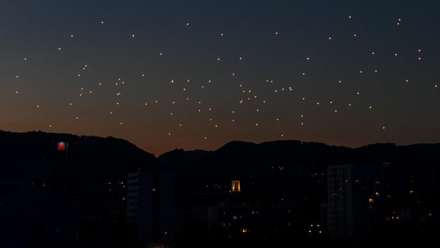 Der Flug der Drohnen (Bild: APA/WERNER KERSCHBAUMMAYR)
