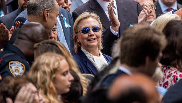 Hillary Clinton bei der 9/11-Gedenkfeier (Bild: Copyright 2016 The Associated Press. All rights reserved.)