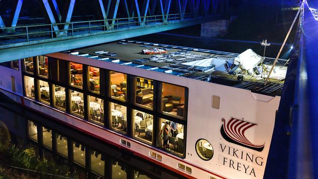 Hotelschiff rammt Brücke: Zwei Tote in Bayern (Bild: APA/dpa/Nicolas Armer)