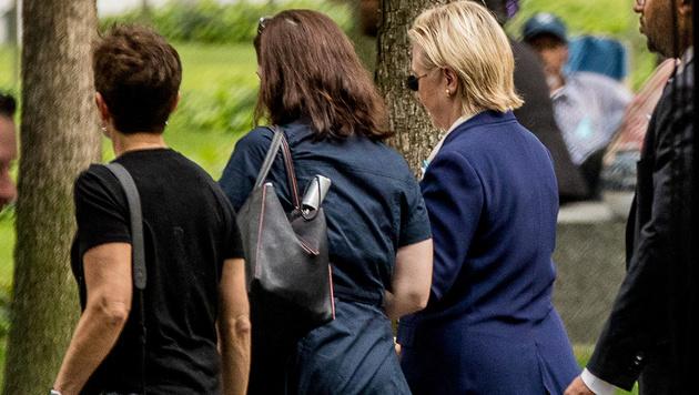 Clinton musste wegen eines Schw�cheanfalls die 9/11-Trauerfeier verlassen. (Bild: AP)