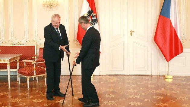 """Hofer auf """"Staatsbesuch"""" bei Tschechiens Präsident (Bild: AFP)"""
