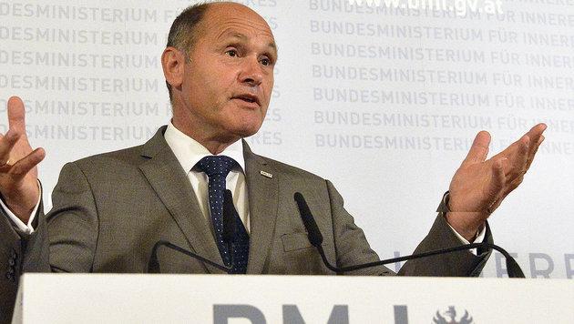 Innenminister Wolfgang Sobotka: Ausgelastet mit Fl�chtlingskrise und Wahlkarten-Farce (Bild: APA/Herbert Pfarrhofer)