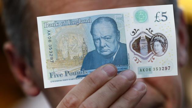 Neue britische F�nf-Pfund-Note ist aus Plastik (Bild: APA/AFP/POOL/STEFAN WERMUTH)