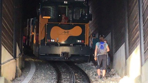 Der Zug blieb plötzlich im Tunnel stehen. (Bild: Handler)
