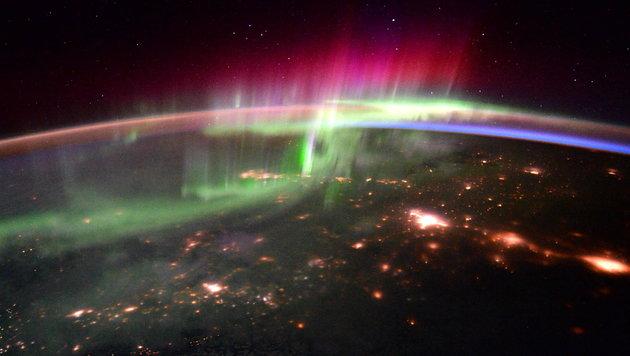 Polarlichter fungieren als Energieschlucker (Bild: NASA/ESA)