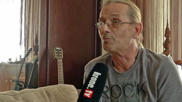 Nachbar Wolfgang A. im Interview mit krone.tv (Bild: krone.tv)