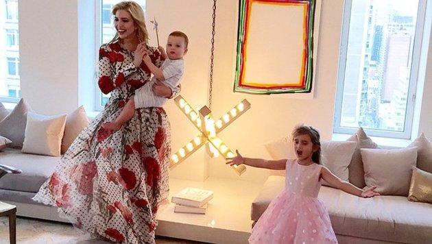 O sole miooooooooooo ... Beim Vogue-Fotoshooting ihrer Mama Ivanka Trump singt Anabella ein Lied. (Bild: face to face)