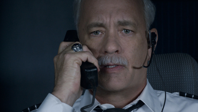 "Tom Hanks als US-Pilot Chesley Sullenberger in ""Sully"" (Bild: AP)"