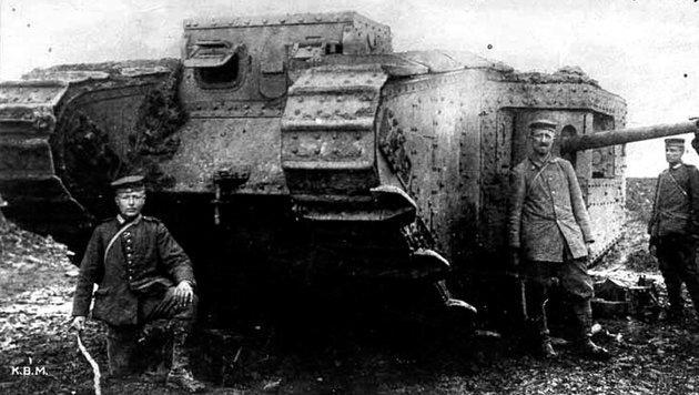 """Die Deutschen nannten Englands Panzer anfangs noch """"Panzerauto"""". (Bild: Deutsches Bundesarchiv)"""