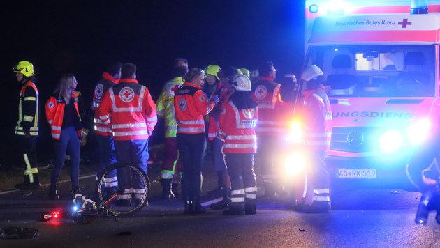 Auto rast in Gruppe von Rennradfahrern - 1 Toter (Bild: Daniel Scharinger)