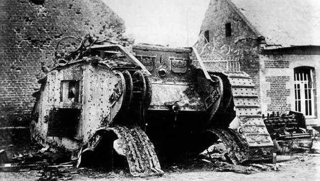 Auch dieser Panzer hat die Schlachten des Ersten Weltkriegs nicht überdauert. (Bild: Deutsches Bundesarchiv)