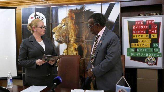 """Im südafrikanischen Parlament wurden eine halbe Million Unterschriften übergeben. (Bild: """"Vier Pfoten"""")"""