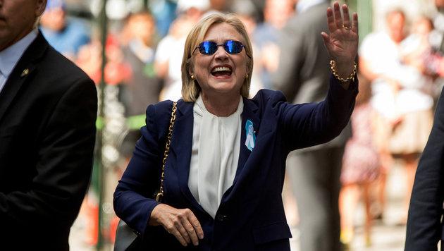 Clinton kehrt nach ihrer Lungenentzündung wieder in den Wahlkampf zurück. (Bild: ASSOCIATED PRESS)