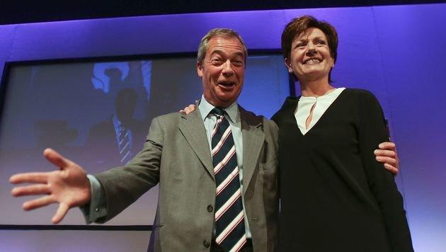 Strahlende Gesichter bei Nigel Farage und seiner Nachfolgerin Diane James (Bild: APA/AFP/DANIEL LEAL-OLIVAS)