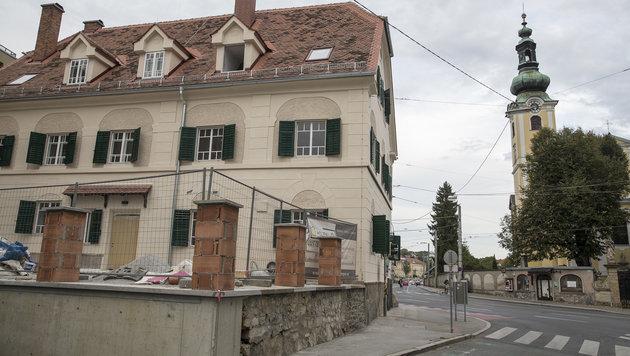 Bei dieser Baustelle in Graz kam es zur Messerattacke. (Bild: APA/ERWIN SCHERIAU)