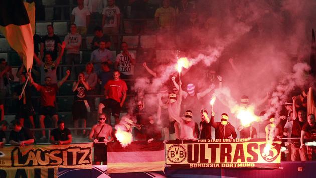 UEFA ermittelt gegen Legia Warschau und BVB (Bild: AP)