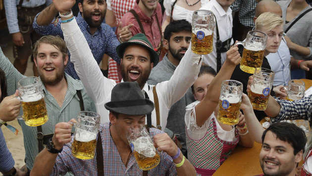 'O'zapft is': 183. Münchner Oktoberfest eröffnet (Bild: Associated Press)