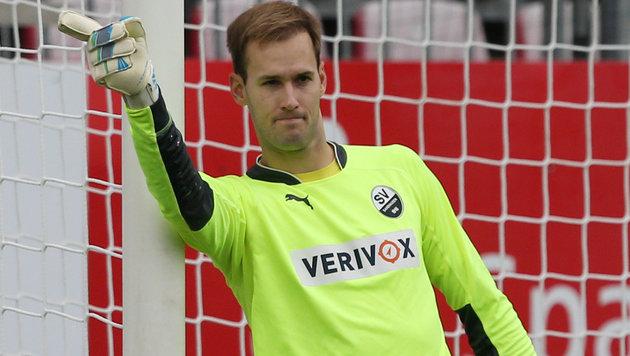 Sandhausen-Goalie Marco Knaller musste gegen Braunschweig zweimal hinter sich greifen. (Bild: GEPA)