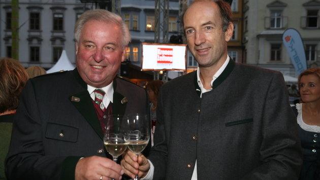 """Landeshauptmann Hermann Schützenhöfer mit """"Krone""""-Herausgeber Christoph Dichand (Bild: Sepp Pail)"""