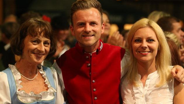 Willi Gabalier samt Ehefrau Christiana und Mama Huberta (Bild: Sepp Pail)