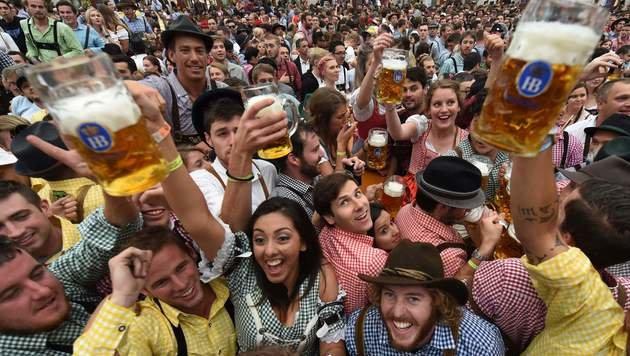 """O""zapft is"": 183. Münchner Oktoberfest eröffnet (Bild: APA/AFP/CHRISTOF STACHE)"